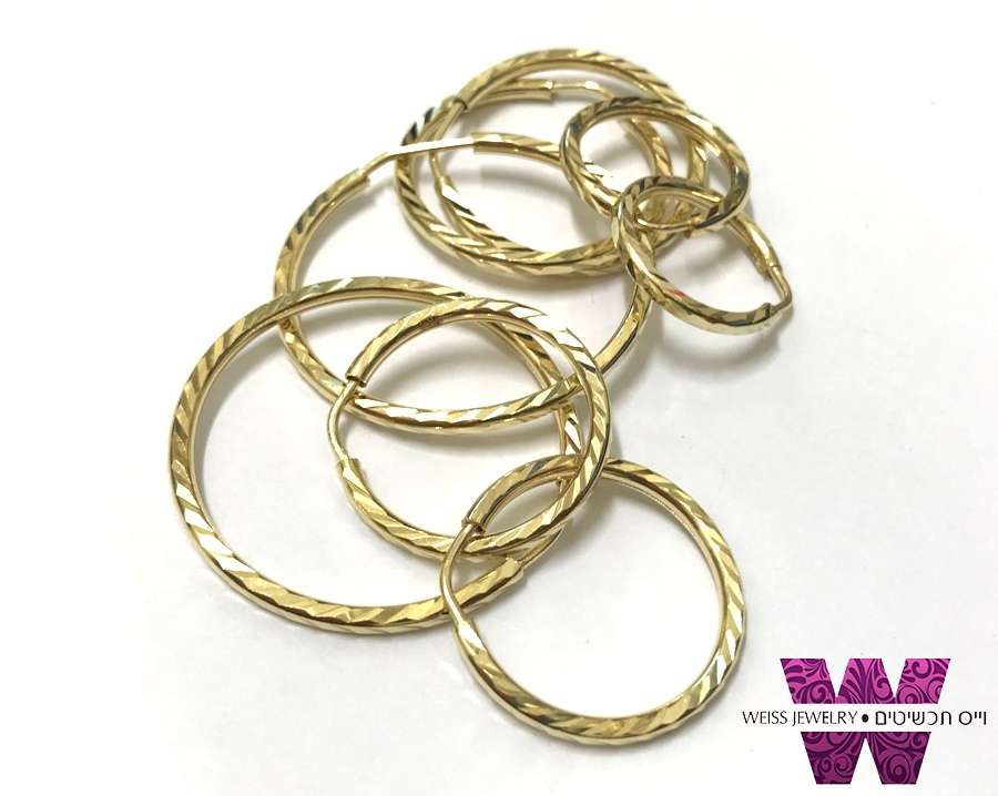 עגילי חישוק זהב 14K חריטת פסים אלכסונים