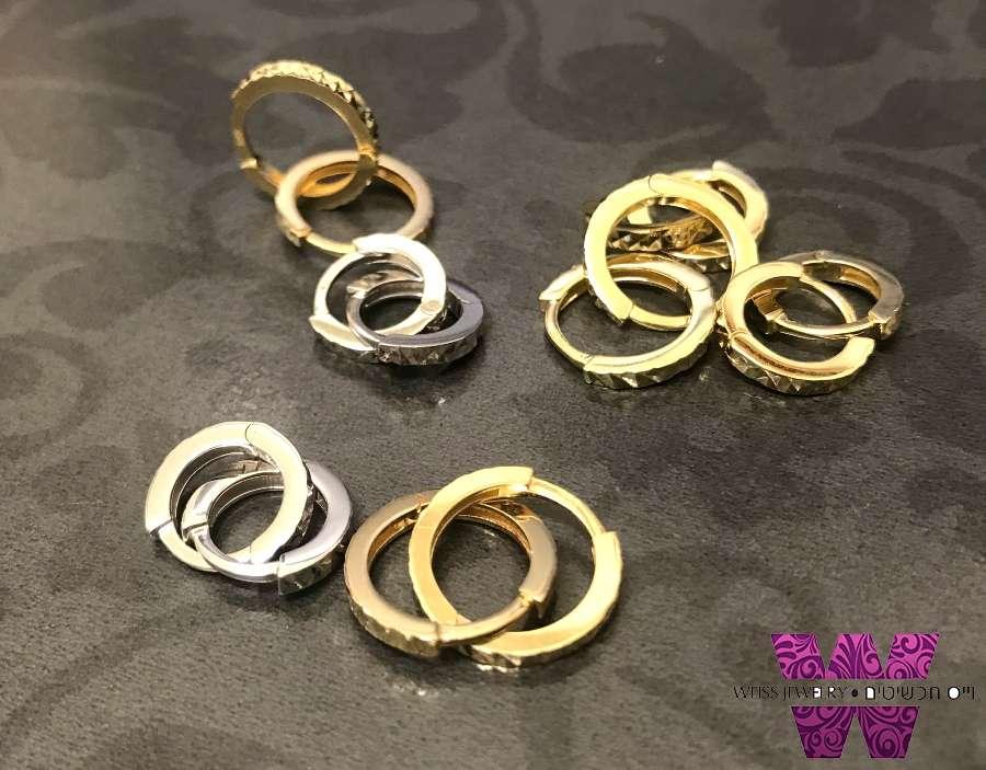 חישוקים זהב קטנים בגימור חריטת יהלום