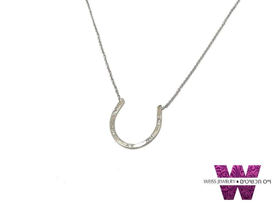 שרשרת זהב לבן תליון פרסה משובצת בחמישה יהלומים קטנים